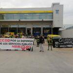 """Los trabajadores de Correos en Toledo se concentran para frenar los ocho despidos """"decididos por la empresa"""""""