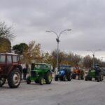 Unos 200 agricultores protestan en tractor en La Puebla de Almoradiel por la subida del IBI rústico