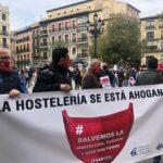 """Centenares de hosteleros piden auxilio a las administraciones: el sector """"está muriendo"""""""