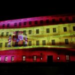 El Convento de San Gil, sede de las Cortes regionales se ilumina por el Día de la Constitución