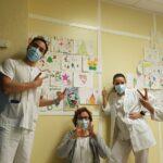 """La decoración del CEIP Alberto Sánchez en el Hospital Virgen de la Salud para """"una Navidad diferente pero con más amor"""""""