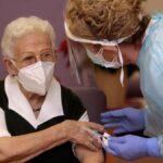 """Los usuarios y trabajadores de las residencias de ancianos en la región estarán vacunados """"en dos semanas"""""""