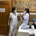 """Se prevé una """"vacunación masiva"""" entre el personal sanitario castellanomanchego en enero"""