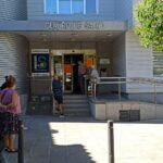 """El centro de salud de Santa Bárbara, cerrado """"momentáneamente"""" por una avería eléctrica, atiende solo urgencias"""