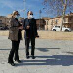 Rafael Canogar visita con Tolón el espacio de Safont que albergará la escultura en recuerdo de las víctimas de la COVID