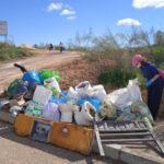 Una treintena de voluntarios recoge media tonelada de residuos en vía Tarpeya y pide no tirarlos a la naturaleza