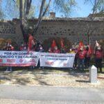 """El sector postal denuncia """"el salvaje desmantelamiento"""" de Correos en la visita de su presidente a Toledo"""