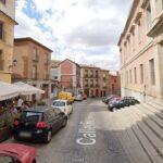 Cortada al tráfico la calle Real de Toledo para concluir la reposición del firme en Carmelitas Descalzas