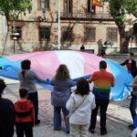 GALERÍA | Toledo recibe la bandera trans que recorre todo el país para defender la autodeterminación de género