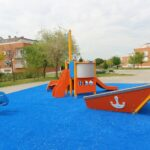 Continúa la renovación de las áreas de juego infantil de los parques de Illescas