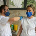 """La alcaldesa de Toledo se vacuna contra el coronavirus: """"Un paso más hacia la normalidad que ansiamos"""""""