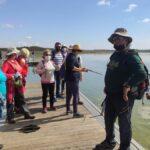 Un baño en Villafranca de los Caballeros para reivindicar el turismo sostenible