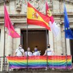 El Ayuntamiento de Toledo ya luce la bandera LGTBI con motivo del Día del Orgullo 2021