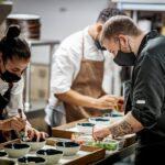 Productos de proximidad o carta adaptada a cada temporada, así reduce su impacto medioambiental el restaurante toledano Casa Elena