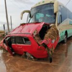 Los viajeros de un autobús atrapado en la riada de Cobisa, evacuados por la Guardia Civil