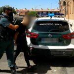 Un padre abandona a su bebé para huir de la Guardia Civil