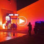 Desalojan el Burguer King del Polígono por el incendio de un vehículo que no causa daños personales