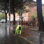 Cortes de tráfico y cierre de parques en Talavera, que registra embalsamientos en diversas vías por las fuertes lluvias
