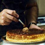 Elaboración artesana y sabores nuevos, así se desmarcan de la repostería tradicional las tartas del Obrador San Félix de Toledo